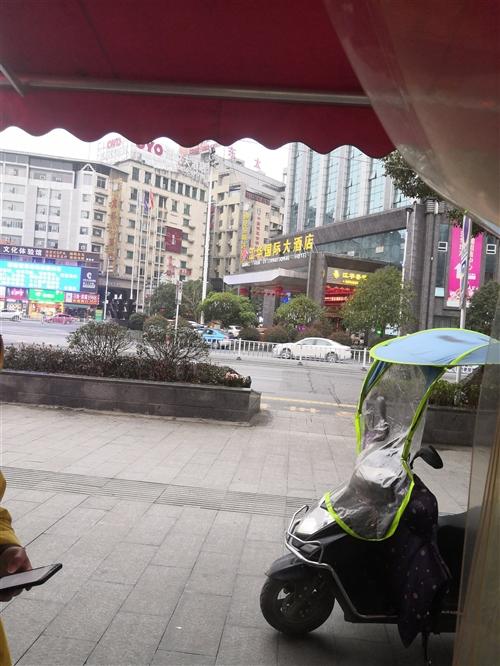 江华大酒店对面有个门面转让,价格面议。