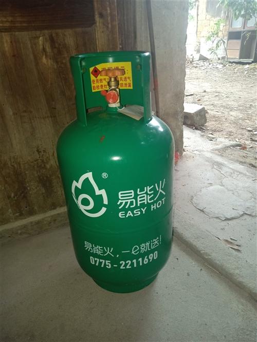 新的煤气瓶,闲置。