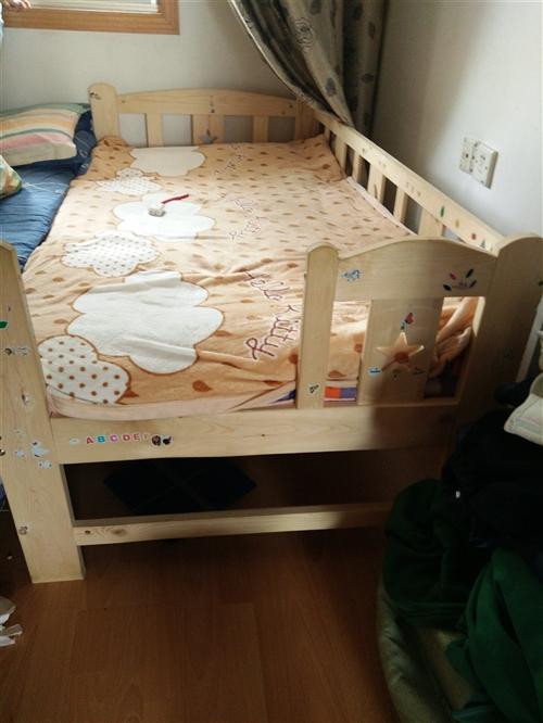 要搬家去外地  儿童床  180×80×40的   用了半年多  三百多买的  纯实木  特价处理一...