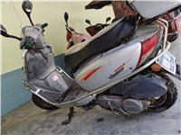 本人有一辆豪爵铃木踏板摩托。(豪爵时代之星110)八成新,轮胎刚换的新的。机器纯正。想出售价格实惠....