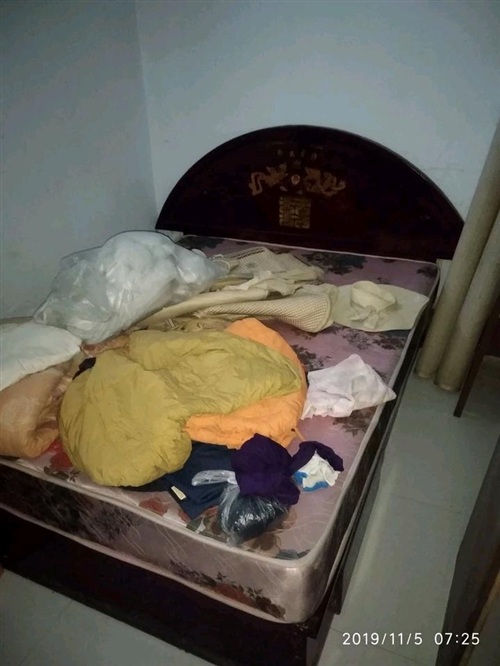 处理用不着的床和联邦椅,价格便宜,用的着的拉走