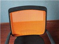 现有这种椅子30把,小圆桌三张,椅子配套,吧台椅四把,大长桌两张,大圆桌一张,全都九成新。有需要的可...