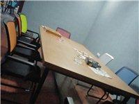 现有办公桌椅两套,九成新,现因外出发展,特低价出售,有意者联系18375742586