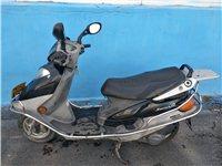 豪爵踏板摩托車,成色新,平時上下班用,新換的電瓶和機油,發動機杠杠滴,非誠勿擾