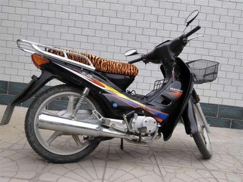 豪爵摩托车 ,手续齐全,非诚省油骑得非常仔细,九九成新,新安装头灯和后备箱,是送外卖和上班的**,4...