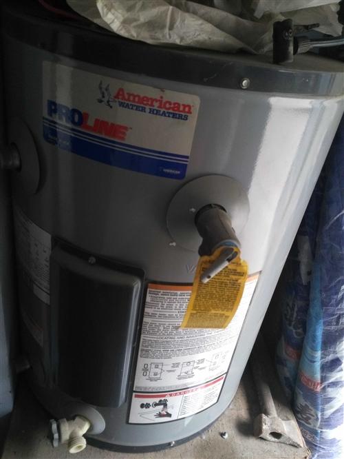 頂賬熱水器**的,現破爛價處理。客積60升,可家用也可理發店等商用!