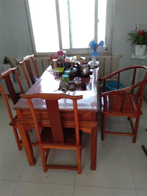 轉讓茶桌一套,長150,寬80,圈椅一把,四把官帽椅,電熱茶藝爐一套。