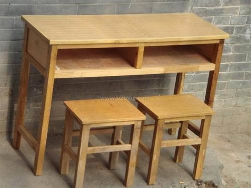 处理双人课桌,带两个凳子。适合办辅导班。一套40元。