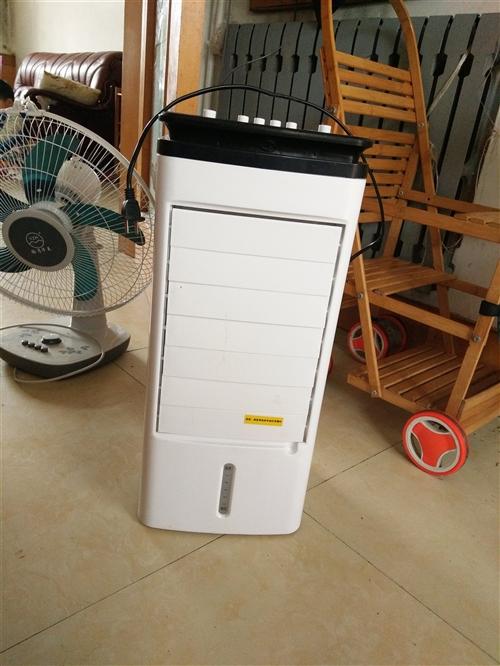 兩個楊子風扇和一個空調扇  99新  因搬家處理  三個八十   空調扇150買的  就用過一次  ...