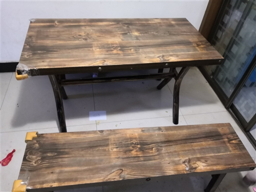 去年买的桌子搬新家用不上了转让