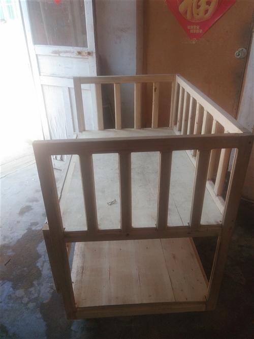 純木頭嬰兒床,寬60長100腿高45帶輪子。