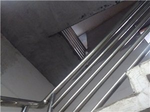 中百对面市场,商铺住房(4层)+玉石店140万元