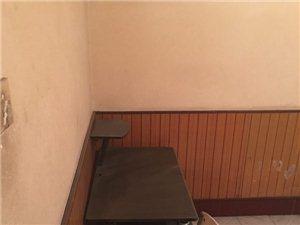 中华路商贸局家属楼4室 1厅 1卫1200元/月