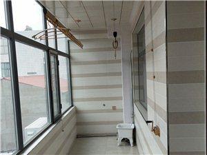 县医院对面康欣药房北邻3室 2厅 2卫1000元/月