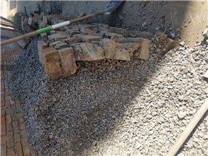 蓋房子剩的大石子