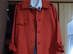 九五成新,在歐尚尼osanic購買,外套原價1580,因產后太胖穿不好看,現忍痛折價賣,顏色特別美,...