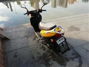 本人有一辆黄色踏板摩托车,因没有地方存放,低价处理,有意者联系18220012184