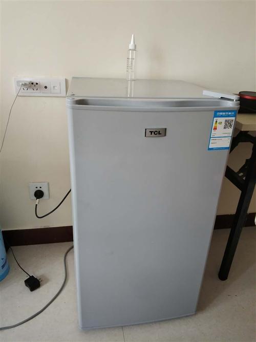 因搬家原因,現出售一個TCL小冰箱,92L單開門,9.5成新,使用不到半年,有冷凍,有保鮮,一級能效...