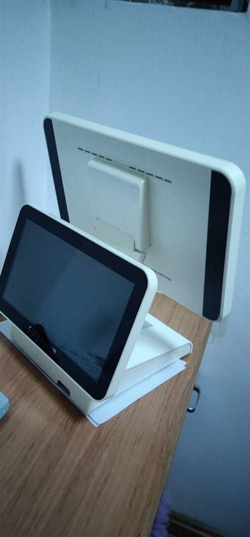现低价转让,双屏收银机一台(主机+钱箱+小票打印机+标签打印机),气泡机一台(含2瓶气),萃茶机一台...