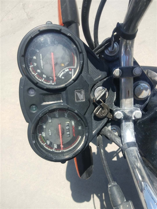 出售一個一家用的摩托車,跑了將近兩萬公里,買的時候8000,現在不干了活了,買了,2600左右,價錢...