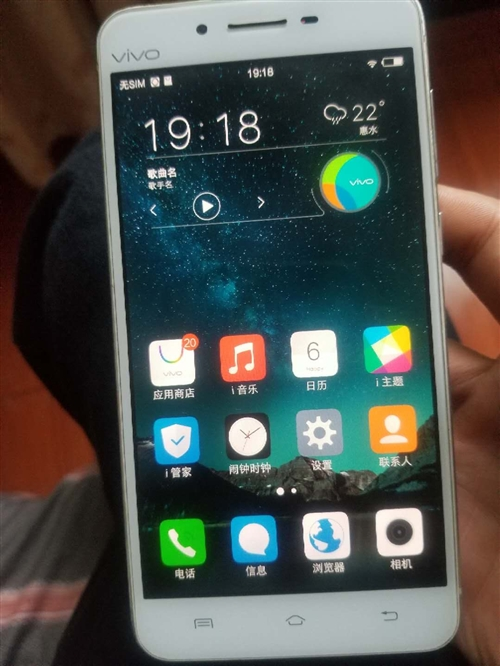 自用 閑置vivo  x6d手機一臺 誠心出 誠心要的來 新舊程度:8.5新 顏色:銀色 轉手...