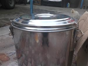出售全套考肉拌饭用具,全部是九成新,保温锅是全新的,由于搬迁原因,现低价出售,市内免费送喽!