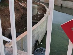 �@是什么操作,不是�f污水不能入河的��