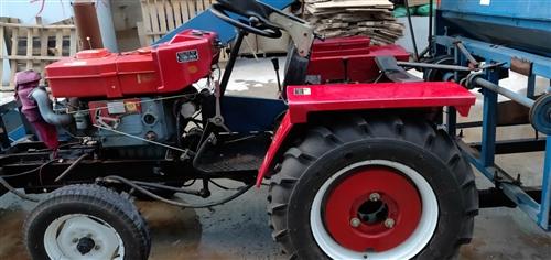 出售,洛阳28王拖拉机一台,带打玉米机一个,拖拉机9.9成新,