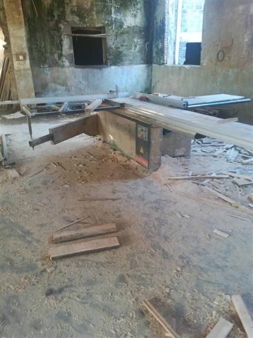 本人有一套木工家具设备,精密剧,压铇,平铇,立铣等一些设备出售,联系电话13697044771