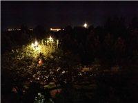 公園夜間(jian)個人(ren)歌舞音響(xiang)影響(xiang)學生(sheng)休息