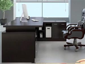 9成新老板桌套�b,尺寸2*1.6米,�\�M自理! 低�r不容�e�^!先到先得!