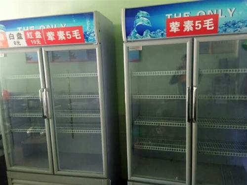 本人有两个冷藏柜,跟7套桌椅做串串用的,基本都新着里。有意者可联系,非诚勿扰。13636898689