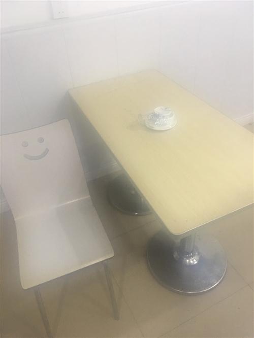 一共六套  一张桌子四张椅子
