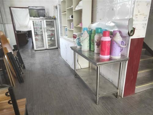 清真餐厅出售二手成套餐厅用品,成套处理,令带条桌5张配套,圆桌两张配套,甲醇方桶两个,大型水冷机一个...