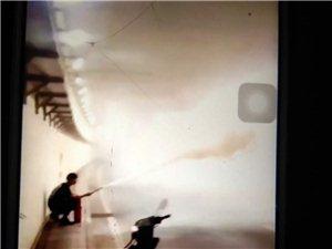 深夜男女青年隧道内玩灭火器