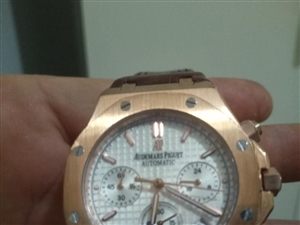 高端手表。原价1万多的,现在只要6000