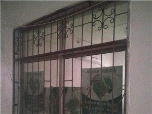 医院拆楼,有几十套木质门,防盗门,铝合金窗户,楼板等下房材料,有需要的联系我。17755714775