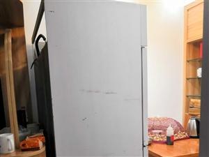四门冰箱,上冷冻下冷藏,全铜管九成新,买来做生意用了一个月