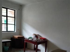 潢师家属院内2室 1厅 1卫550元/月