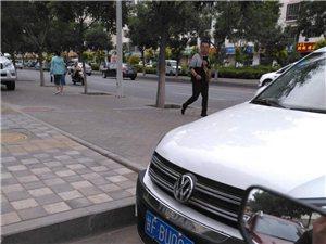 乱停车,挡人行横道路口,交警该不该罚款?