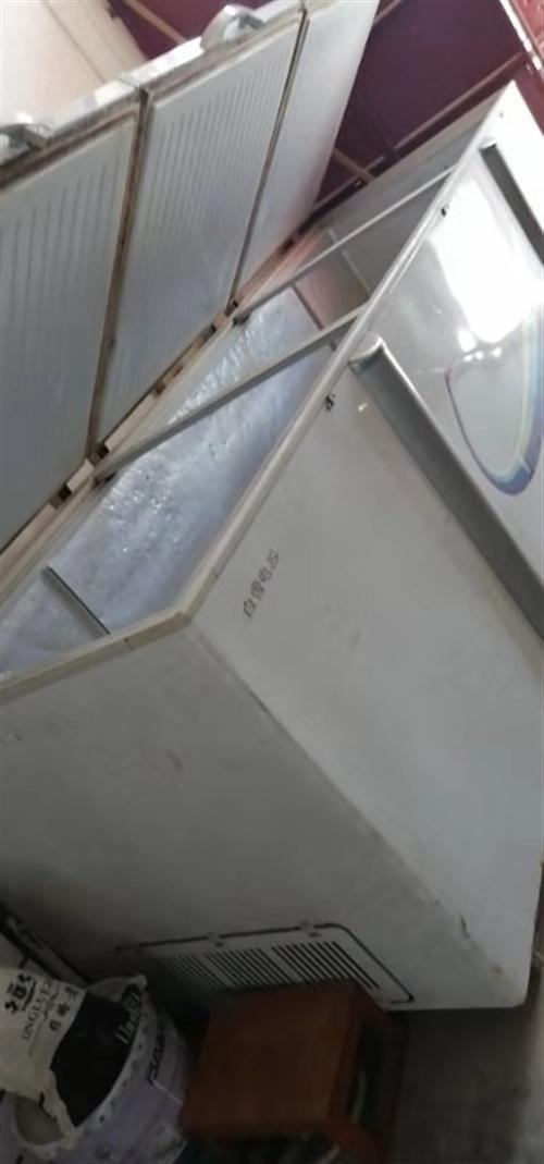我有大型三開門二手白雪牌冰柜出售,價格面議,商貿城車站內,有意請聯系!