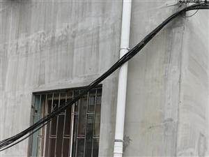 旧楼改造后留下的光缆线需要即使规整