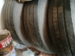 米其林輪胎帶內膽,帶鋼盆,型號110,3個,9成新,低價出售,價格面議。