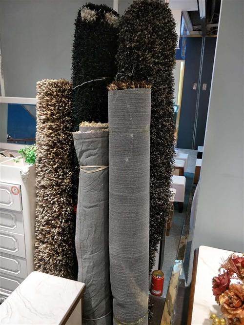 商場轉像經營地毯甩賣。2*3米,1.6*2.3米,臺燈,家用輪椅!