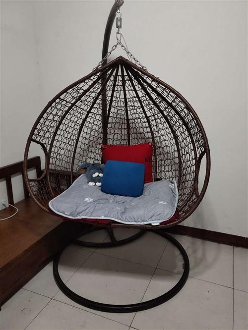 双人摇椅400元出售,小康佳苑自取