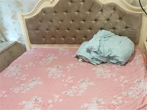 裝修時買的新床,因為床墊軟了,幾乎沒睡,現出售,床和床墊一起,賣了好買新的