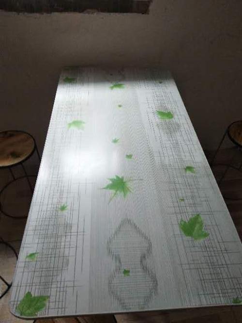 桌子凳子50元一套,32格力空调900元一个,不锈钢全新桌子85元一个