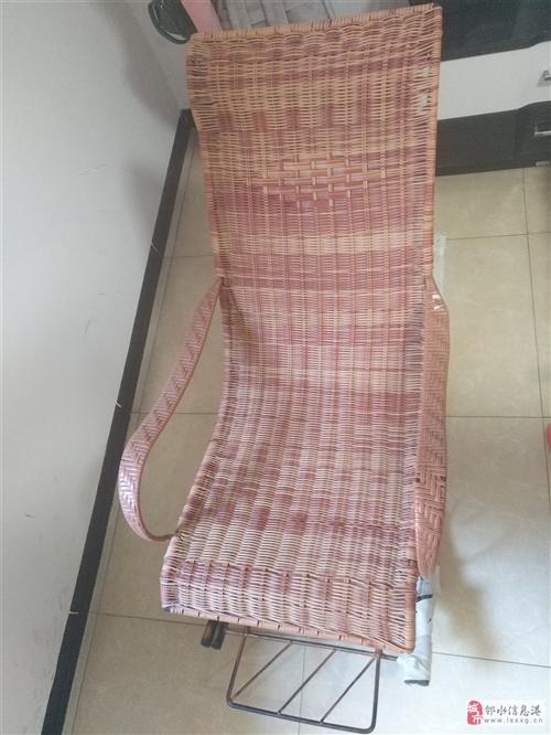 搖搖椅,基本全新,家里買來就沒用過。比較大,建議考慮自家空間大小。