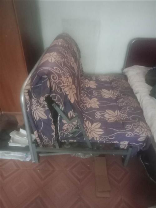单人沙发床,拉开就是床,有需要的联系我15028805134.13253217866