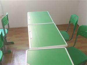 9成新�稳�W生桌椅�M合套,以及其它相�P培�班�O��